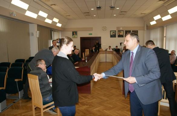Nagrodę odbiera Katarzyna Regent