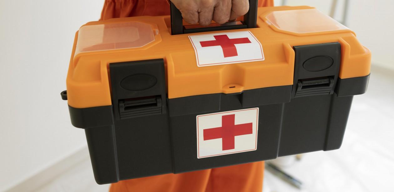Na zdjęciu apteczka pierwszej pomocy