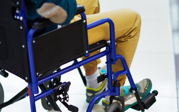 Na zdjęciu osoba niepełnosprawna na wózku inwalidzkim