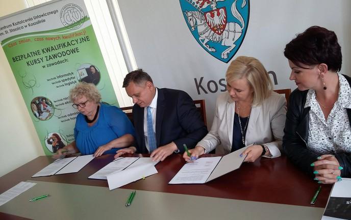 """Podpisanie porozumienia między Centrum Kształcenia Ustawicznego i PZK """"MET-PRAS"""""""