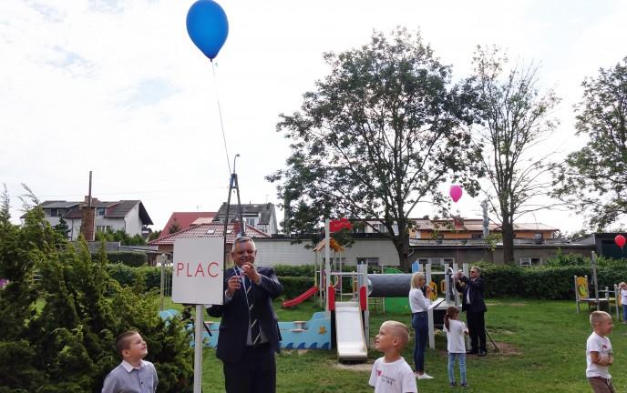 Na zdjęciu znajduje się Ogród Zabaw otwierany przez Prezydenta Miasta Koszalina