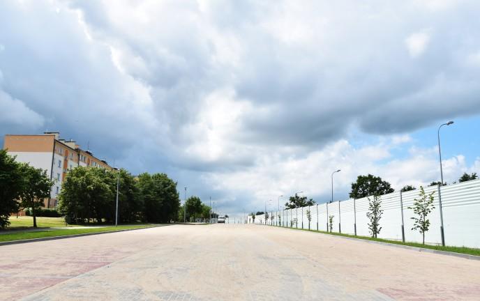 Na zdjęciu widoczny jest nowy pusty parking