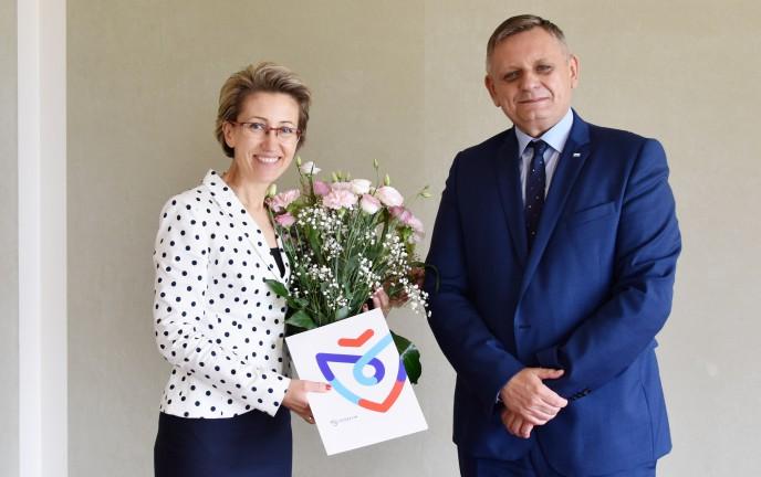 Na zdjęciu znajduje się Piotr Jedliński razem z nową Panią Rektor Politechniki Koszalińskiej