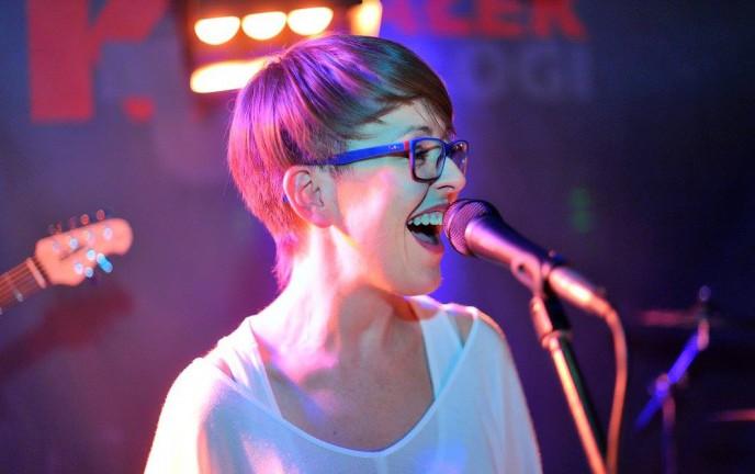 Na zdjęciu wokalistka zespołu Osada Projekt