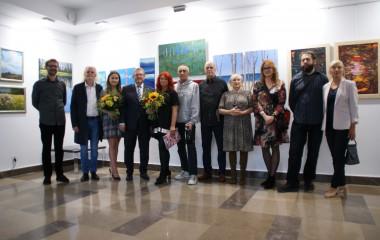 Wspólne zdjęcie uczestników wernisażu