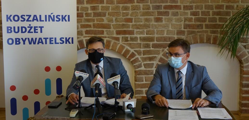 zdjęcie przedstawia Sekretarza Miasta oraz Rzecznika Prezydenta Miasta podczas konferencji