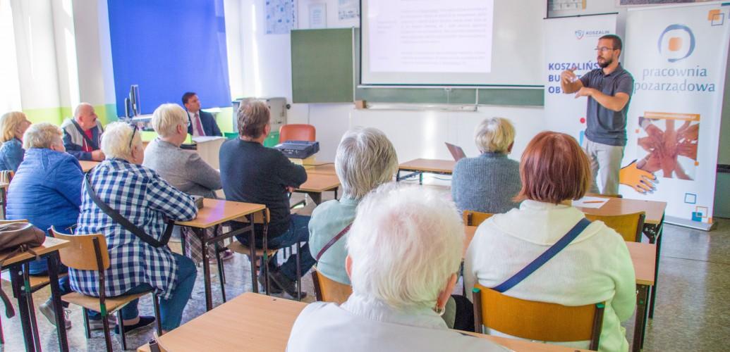 zdjęcie przedstawia osoby uczestniczące w spotkaniu